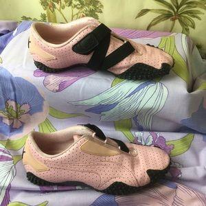 EUC Puma Leather Pink/ Black  Sneakers
